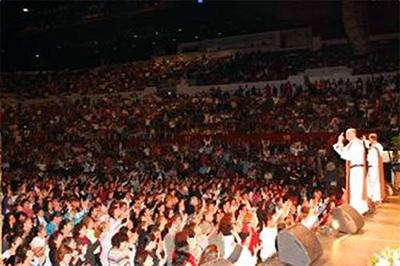 El congreso �Mujeres de Fe� tuvo lugar en la Arena Deportiva de Los Ángeles, donde se reunieron más de 10,000 mujeres.