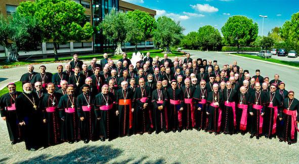 Grupo de obispos que participan en el encuentro de reflexión.