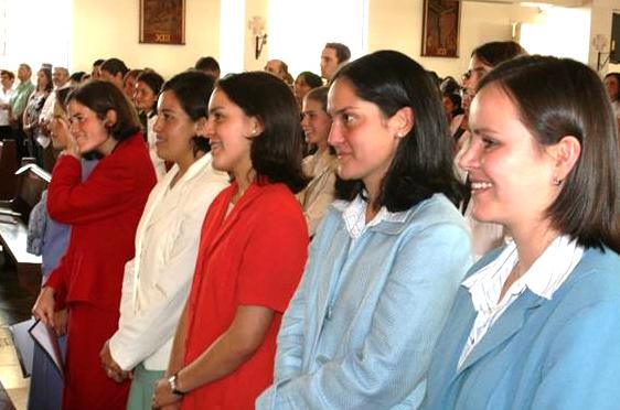 Se&ntilde;oritas que decidieron consagrar su vida a Dios en el Movimiento <i>Regnum Christi.</i>