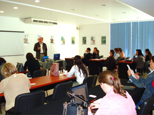 Promotores del curso durante las conferencias de presentación de Misión Multimedia.