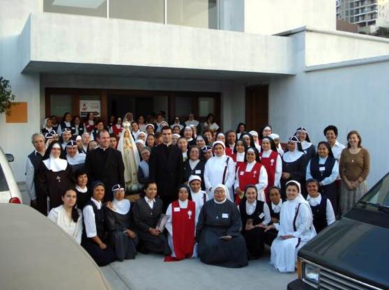 Participantes en el curso de Tijuana sobre la Vida de oración despidiendo a la Virgen peregrina de Fátima el último día del curso.