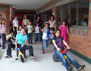 Mamás e hijas del Colegio Cumbres de Medellín tuvieron la posibilidad de convivir 3 sábados donde tuvieron pláticas formativas y dinámicas de integración.