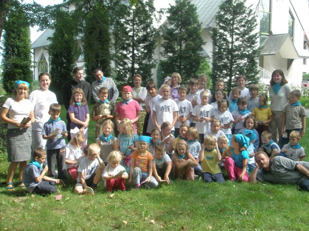Photo of the CK Net children taken by an ECYD boy.
