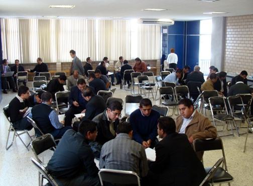 Los participantes discutieron algunos puntos de las conferencias para buscar aplicaciones prácticas en su labor pastoral.