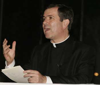 El P. Álvaro Corcuera, L.C., en León Guanajuato (3-XII-2005)