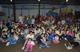 Voluntários com as crianças beneficiadas pela atividade.
