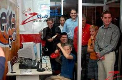 Miembros del ECYD en su programa de radio.