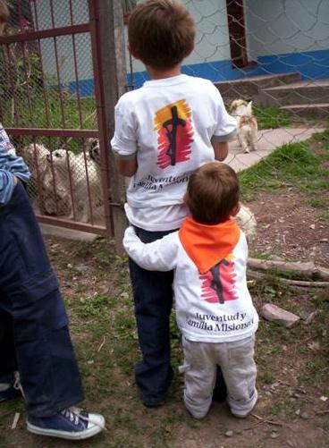 En Familia Misionera, chicos y grandes participan con su entusiasmo y sencillez.