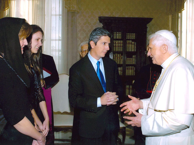 Pope Benedict XVI in conversation with Frank Hanna, his wife Sally and his daughter Elizabeth.