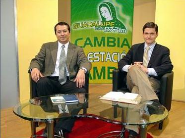 Guadalupe Radio. Aparecen en la foto, Jonás Soto y Johannes Habsburg, miembro del Regnum Christi, durante el programa matutino «Café con fe».