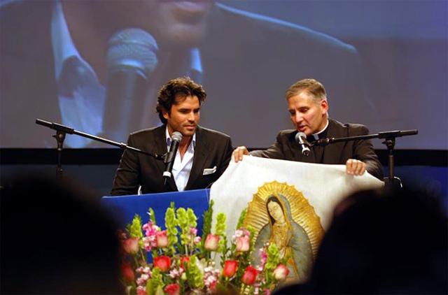 Eduardo Verástegui and Fr Juan Rivas, LC.