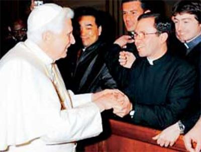 Guillermo Herrera, L.C. nació en Caracolí. Estudió en el colegio Carmelitano de Bello. En Salamanca, España, estudió humanidades clásicas y en E.U., filosofía y teología.