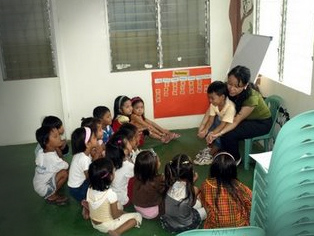 Underprivileged children at the new Mano Amiga school in Manila.