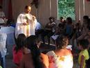 Pe. Peter Shekelton dirige a homilia<br> em uma capela da Amaz&ocirc;nia.