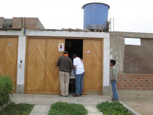 Puerta por puerta, familia por familia. Familia Misionera cumple su objetivo al servicio de la Iglesia.