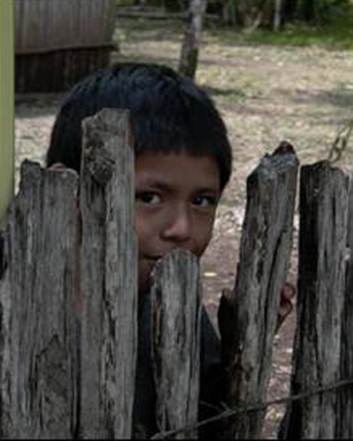 Niño preguntón durante las misiones.