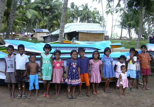 Niños de Payagala (Sri Lanka), afectados por el Tsunami.