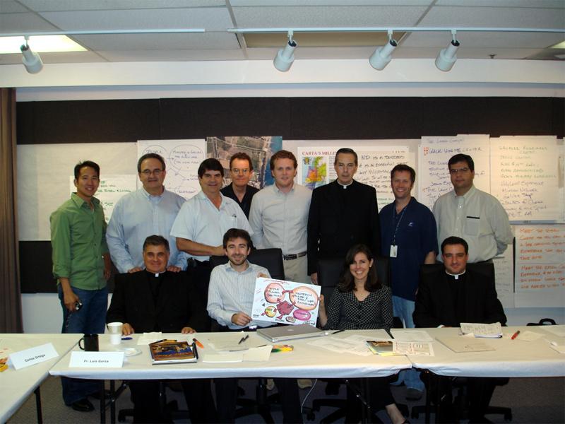 El equipo coordinador del proyecto, acompañados por los PP. Luis Garza Medina, vicario general de los Legionarios de Cristo y del Regnum Christi, Juan Solana y Francisco Armengol, L.L.C.C.