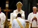 Il momento dell'imposizione delle mani da parte del Santo Padre