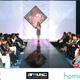 Bibi Gaitán presentando la pasarela con las modelos de Pure Fasion