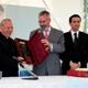 S.E.R. Mons. Louis Sako riceve il premio dal dott. Gianpaolo Barra.