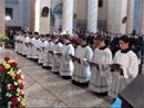 Inginocchiati nel presbiterio del Santuario di Boca (NO), dodici fratelli hanno emesso la prima professione religiosa.