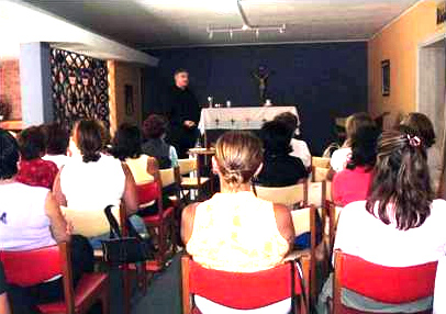 First meetings of Fr Donal O'Keeffe, LC, with the first Regnum Christi women in Peru.