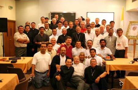 Foto de grupo con Su Beatitud Fouad Twal, Patriarca Latino de Jerusalén.