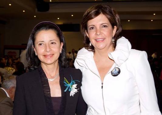La primera dama de Colombia, Lina Moreno de Uribe, en compañía de Ana Eugenia Cárdenas, coordinadora del evento en Medellín.