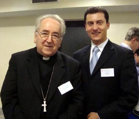 El Card. Stanislaw Rylko, presidente del Pontificio Consejo para los Laicos, con Albert Assad, director nacional en México de SportsLeader.