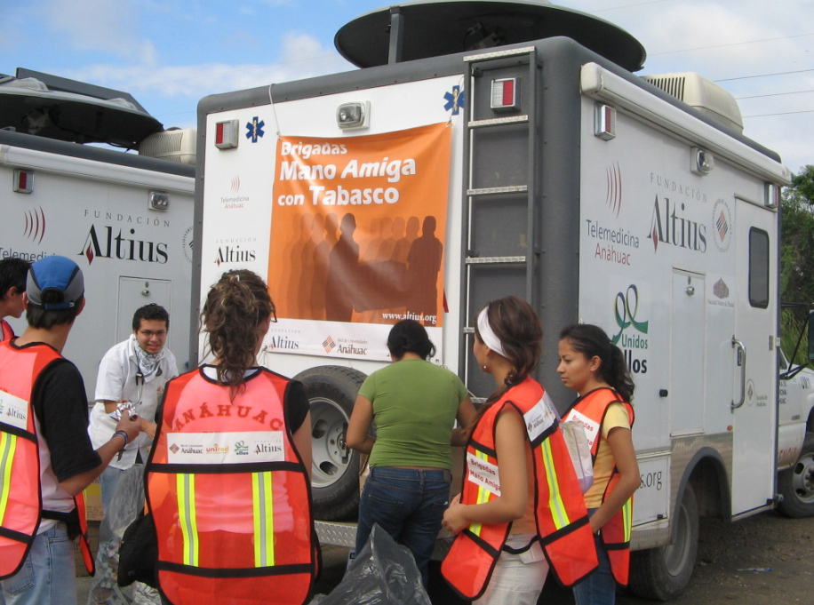 La Fundación Altius y ASUA (Acción Social de la Universidad Anáhuac) brindaron atención médica.