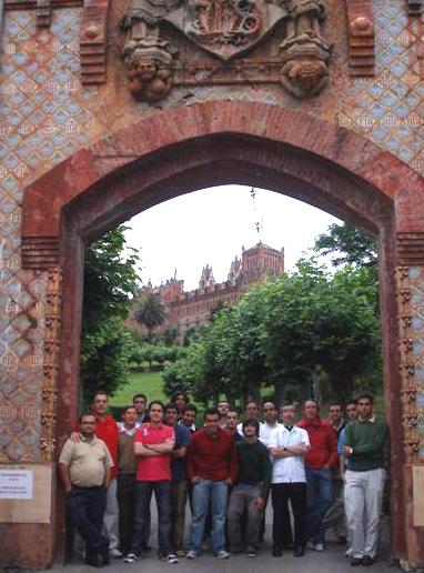 Foto de grupo en Comillas (Santander), acompañados por el P. Javier Oceguera, L.C.