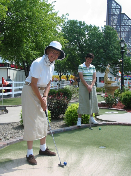 The author took this picture in July of 2006 during a game of mini-golf with Mari Carmen at Niagara Falls.