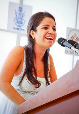 Mónica Sánchez, alumna de la primera generación en la carrera de administración turística, habló en representación de los estudiantes.