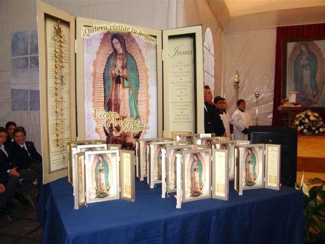 Retablos de la Virgen Peregrina de la Familia.