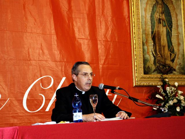 P. Luis Garza, LC, vicario generale del Movimento Regnum Christi, ha impartito una conferenza sul ruolo del Movimento nella rinnovazione dei valori in Italia.
