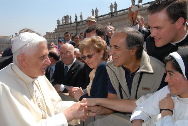 Familia de Argentina saludando al Papa