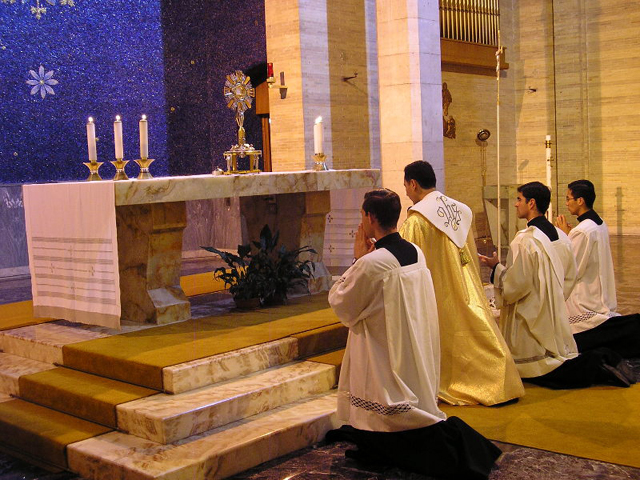 Adoración eucarística en la Basílica de Guadalupe de Roma