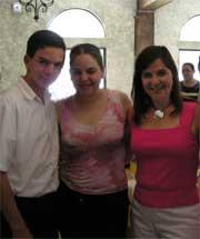 Sra. Leticia Rodarte con dos de sus hijos