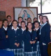 Ana García con un grupo de amigas de Mano Amiga Chalco