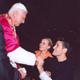 Paul Ponce, junto con su esposa, saludando al Papa Benedicto XVI. Foto: L'Osservatore Romano